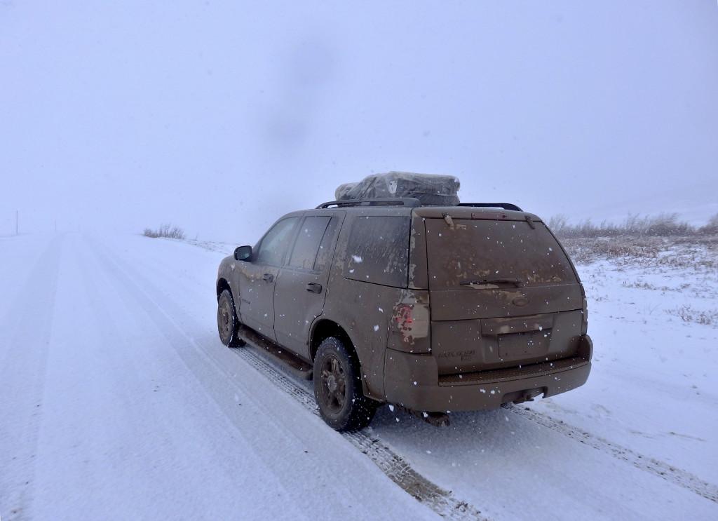 Auto im Schnee Yukon