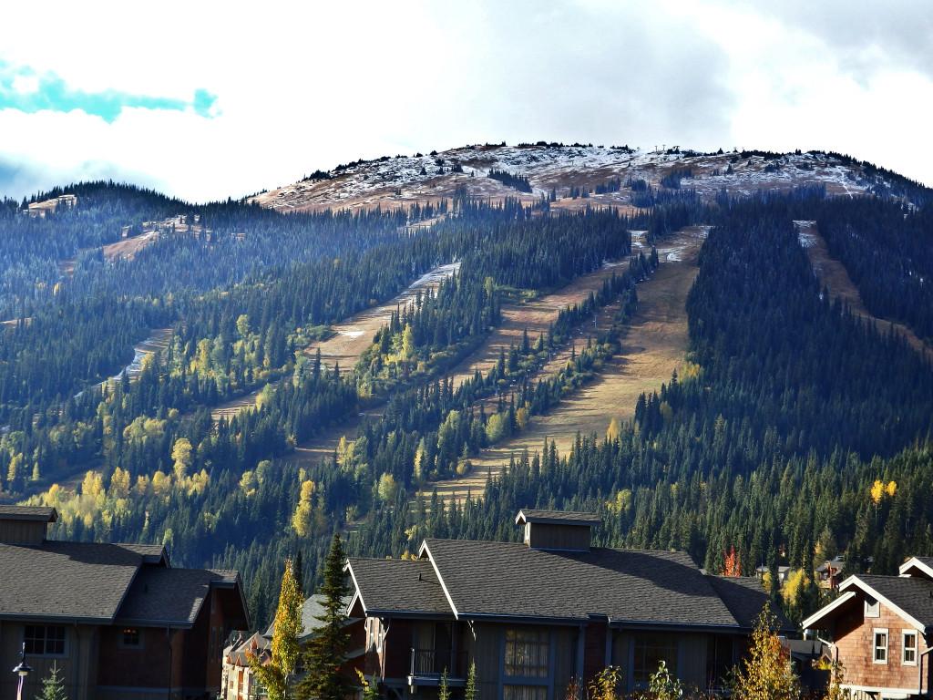 Sun Peaks Oktober Skipiste grün